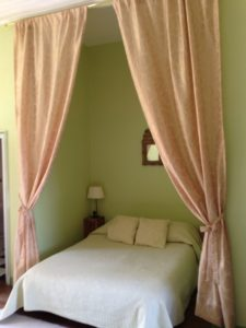 Curtain Bed Chateau du Pin 2014